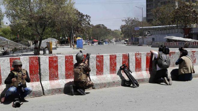 Ataque de Kabul: explosión y disparos cerca del edificio del Ministerio