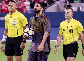Drake está maldiciendo a jugadores de fútbol?