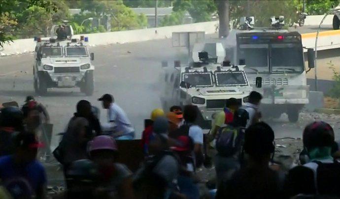 Crisis de Venezuela: decenas de heridos en enfrentamientos en Caracas