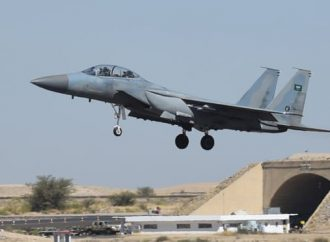 El ataque de un misil rebelde yemení hiere a 26 en el aeropuerto de Arabia Saudita