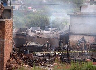 Paquistán : avión choca cerca de Rawalpindi , matando 18