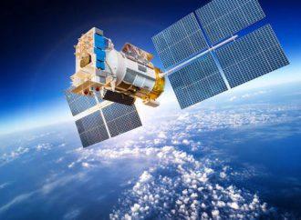 """Emiratos Árabes Unidos completa los preparativos para lanzar el sábado """"Eye of the Falcon"""" por satélite"""