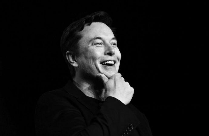 Elon Musk revela la fecha de implementación de su plan para integrar el cerebro humano directamente en la computadora