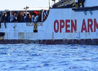 La organización de rescate llama a los migrantes de la isla de Lampedusa a España