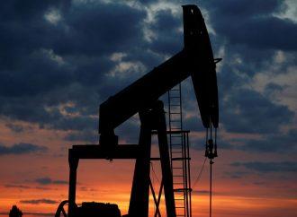 China y Estados Unidos : Los precios del petróleo caen a medida que la guerra comercial