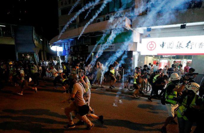 Hong Kong : Chica arrestada por quemar bandera china