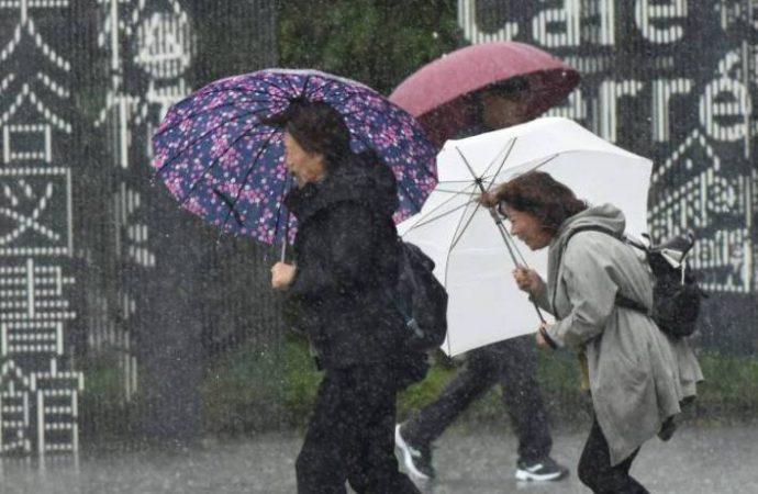Japón : Un tifón violento golpea Tokio y causa interrupciones de tráfico