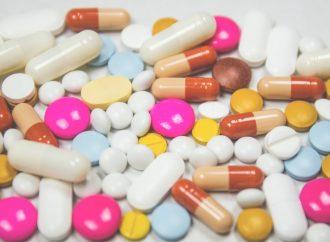 Tomar ciertos medicamentos con ciertos nutrientes es peligroso para la salud.